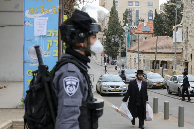 קורונה: אכיפת המשטרה במאה שערים, ירושלים (צילום: מארק ישראל סלם)