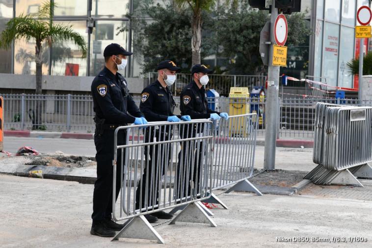 קורונה: מחסום משטרתי לאכיפת הסגר על העיר בני ברק (צילום: דוברות המשטרה)