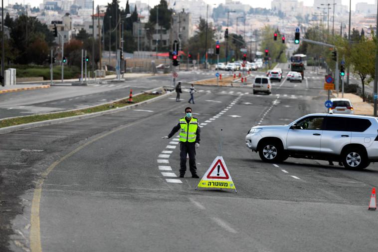 אכיפת הסגר בישראל (צילום: REUTERS/Ammar Awad)