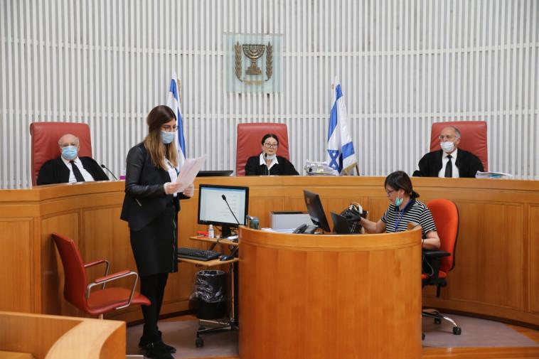 הדיון בבית המשפט העליון המועבר בשידור חי (צילום: עמית שאבי, פול)