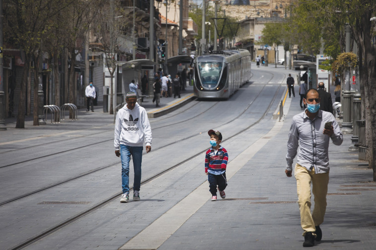 אנשים ברחובות ירושלים - למצולמים אין קשר לנאמר בכתבה (צילום: אוליבייר פיטוסי, פלאש 90)