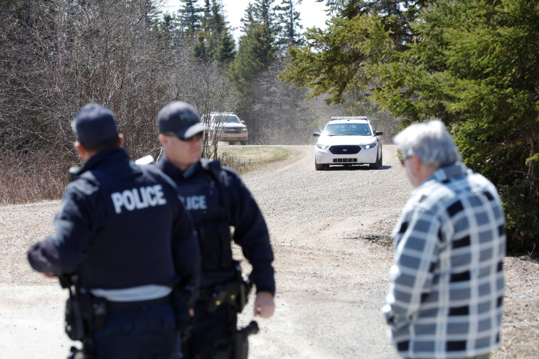 מצוד אחר היורה בטבח בקנדה (צילום: REUTERS/John Morris)
