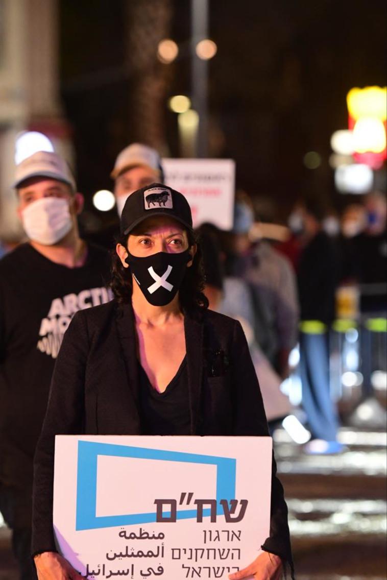 השחקנית אסי לוי במחאת האמנים בכיכר רבין, ת״א (צילום: אבשלום ששוני)