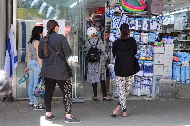קורונה בישראל - חנויות נפתחות בת''א (צילום: אבשלום ששוני)