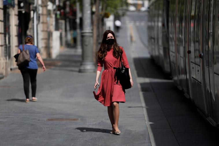 קורונה בישראל: למצולמים אין קשר לנאמר בכתבה (צילום: רויטרס / רונן זבולון)