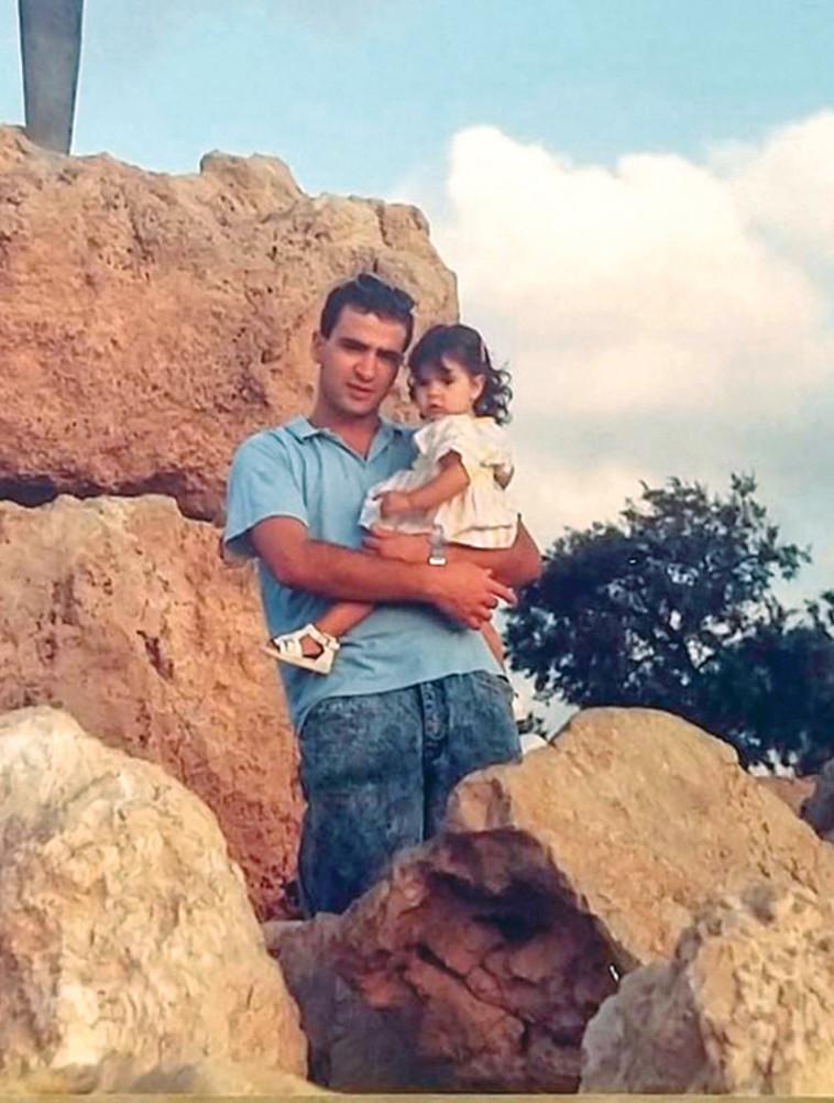 רס''ן ל' עם אביה מאיר (צילום: צילום פרטי)