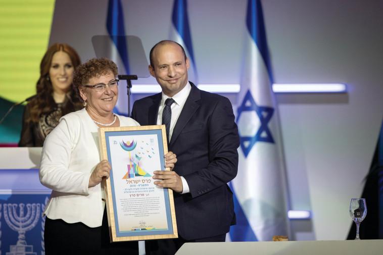 נפתלי בנט, מרים פרץ בטקס פרס ישראל (צילום: הדס פרוש, פלאש 90)