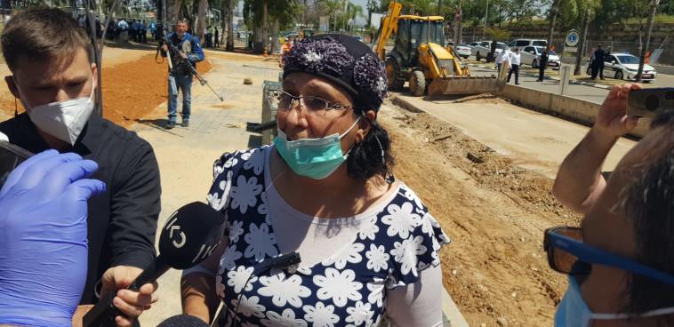 רבקה מכלוף, נהגת המונית שנכחה בזירת הפיגוע בכפר סבא (צילום: אלון חכמון)