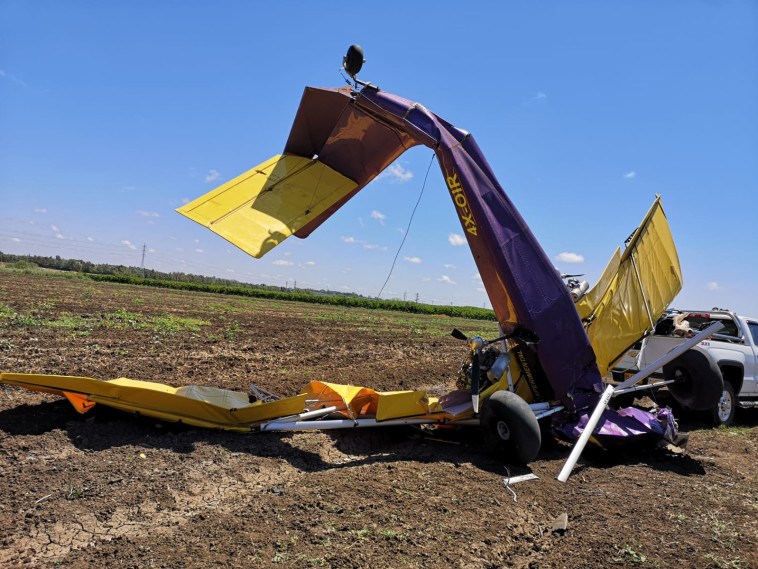 התרסקות מטוס קל בשרון (צילום: דוברות כיבוי אש תחנה אזורית נתניה)