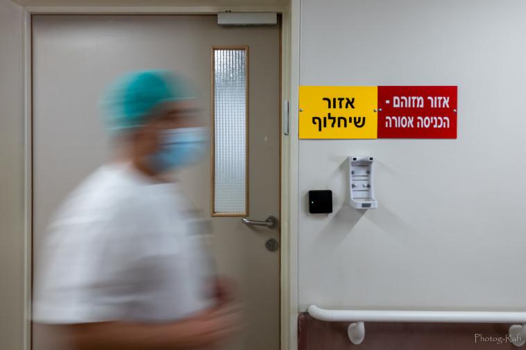 עאיד דראוושה, האח האחראי במחלקת זיהומיות ב' (צילום: רפי קורן,באדיבות בית החולים הלל יפה)