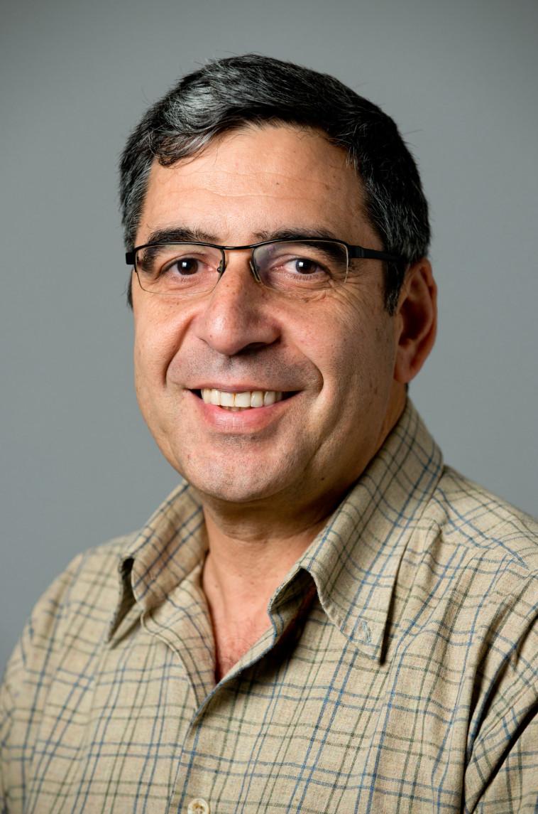 פרופ' גבי סרוסי (צילום: דני מכליס, אוניברסיטת בן גוריון בנגב)