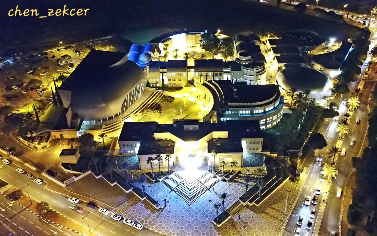 האקדמית אשקלון בלילה (צילום: חן מכלוף זקצר)