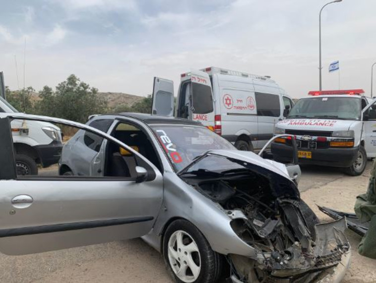 הרכב הפוגע בפיגוע הדריסה בנגוהות (צילום: דובר צה''ל)