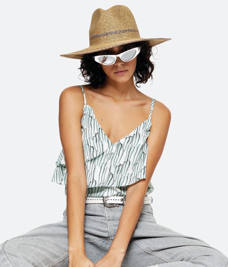 אופנה: חולצות ללא שרוולים הן הפתרון האידיאלי לימים החמים