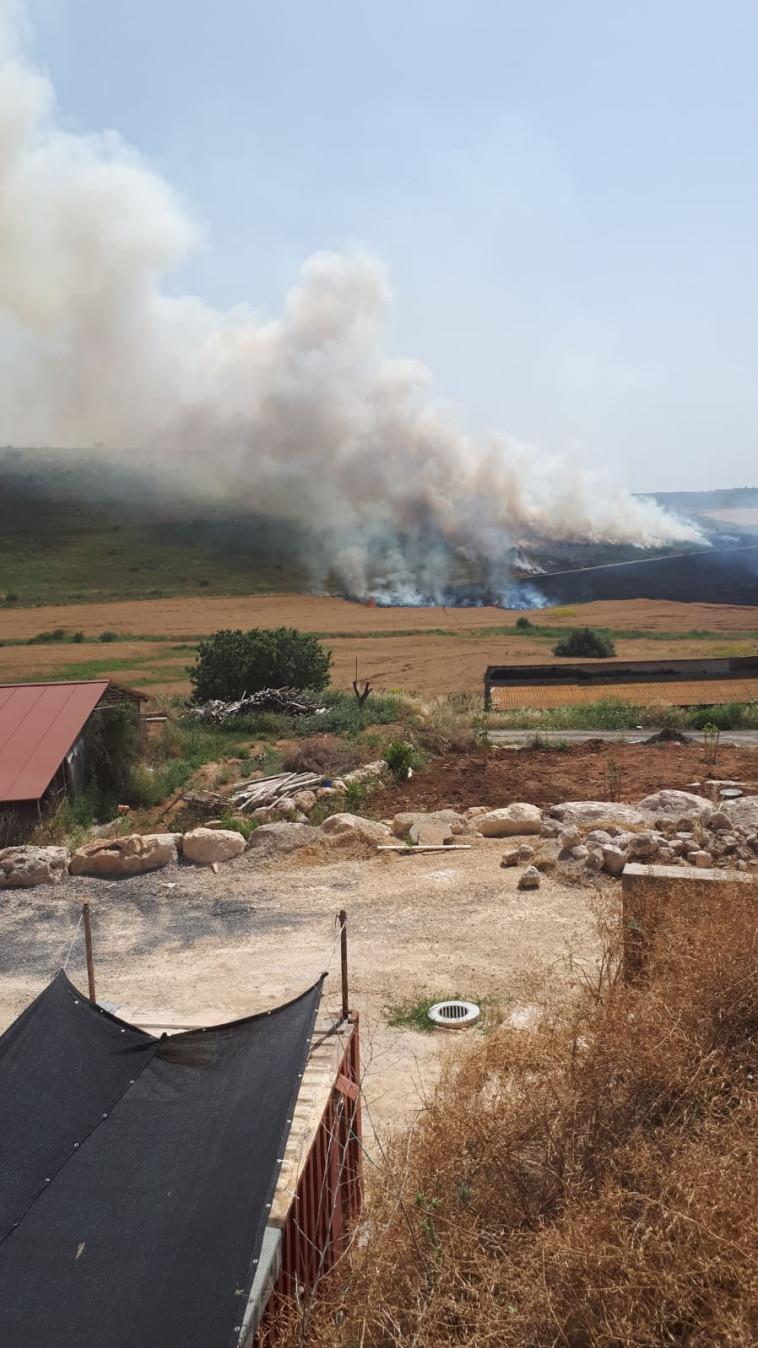 השריפה באזור אוריה  (צילום: דוברות כבאות והצלה)