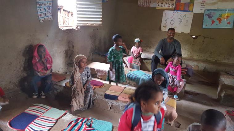 דודו לג'עלם במסע שורשים באתיופיה (צילום: החברה הארצית למתנסים)