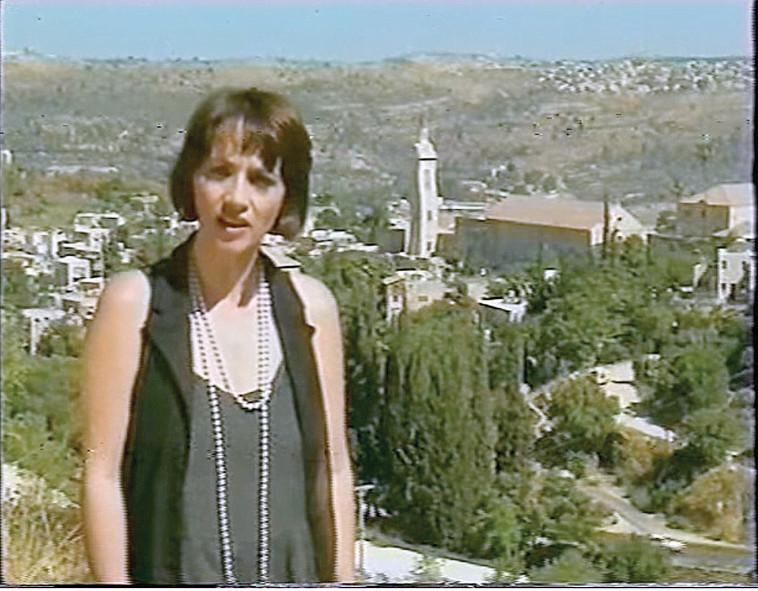 רוחמה רז על רקע העיר ירושלים (צילום: צילום מסך)