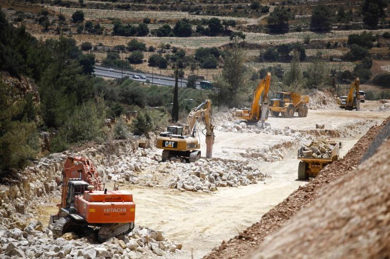 בניית תשתיות (צילום: פלאש 90)