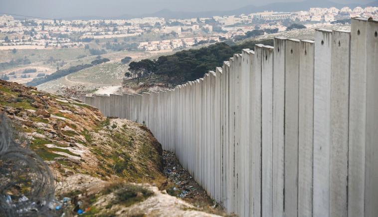גדר ההפרדה במעלה אדומים (צילום: AHMAD GHARABLI/AFP via Getty Images)