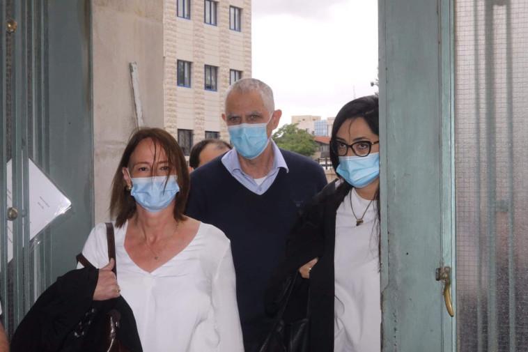 ארנון נוני מוזס בכניסה לבית המשפט (צילום: מרק ישראל סלם)