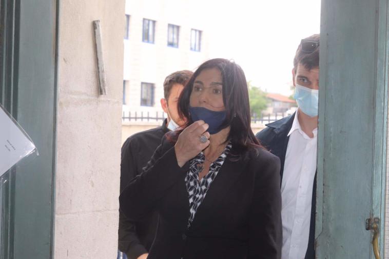מירי רגב בכניסה לבית המשפט (צילום: מרק ישראל סלם)
