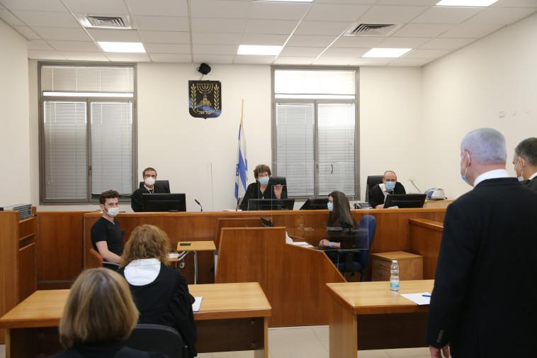 הרכב השופטים בדיון הראשון במשפט נתניהו (צילום: עמית שאבי)