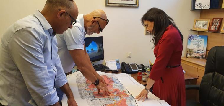 פגישת ראשי מועצת יש''ע עם איילת שקד בנושא הריבונות (צילום: דוברות השרה איילת שקד)