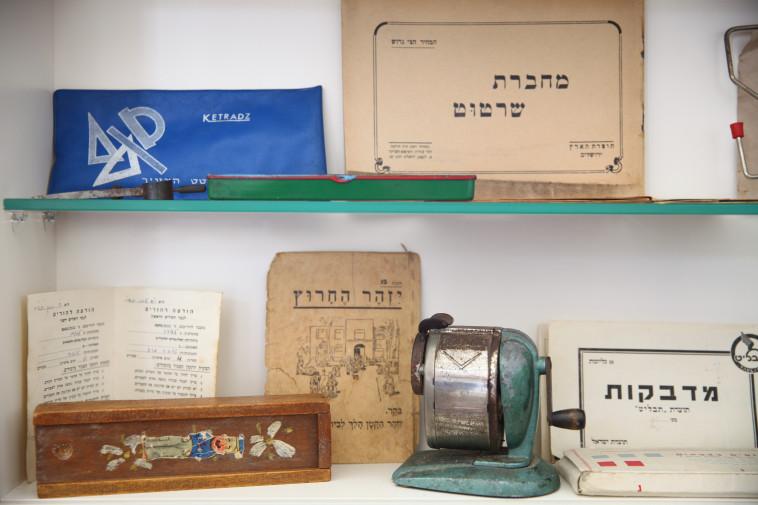 חלק מהאוסף ההיסטורי של גיל פנטו (צילום: לירון אלמוג)