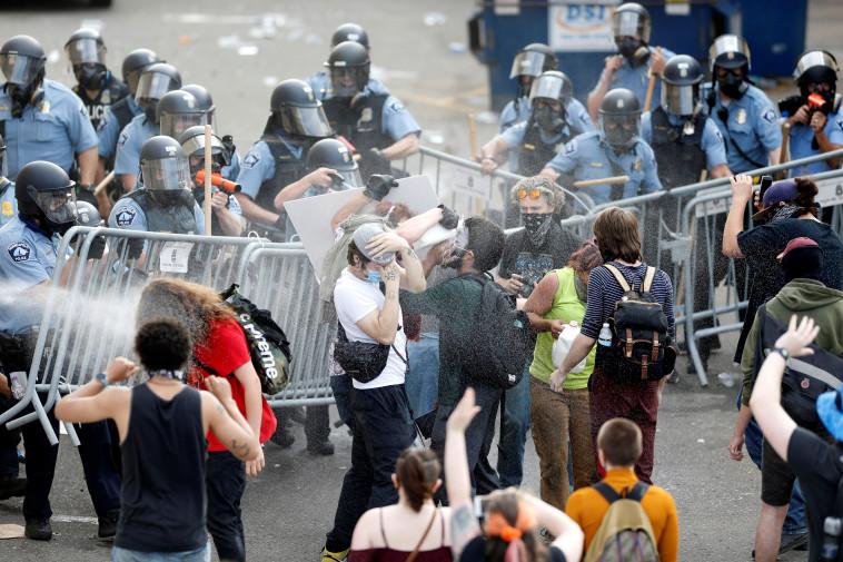 הפגנות נגד אלימות שוטרים בארה''ב (צילום: REUTERS/Eric Miller)