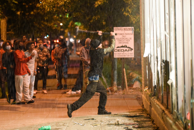הפגנות נגד אלימות שוטרים בארה''ב (צילום:  FREDERIC J. BROWN  Getty Images,REUTERS/Nicholas Pfosi)