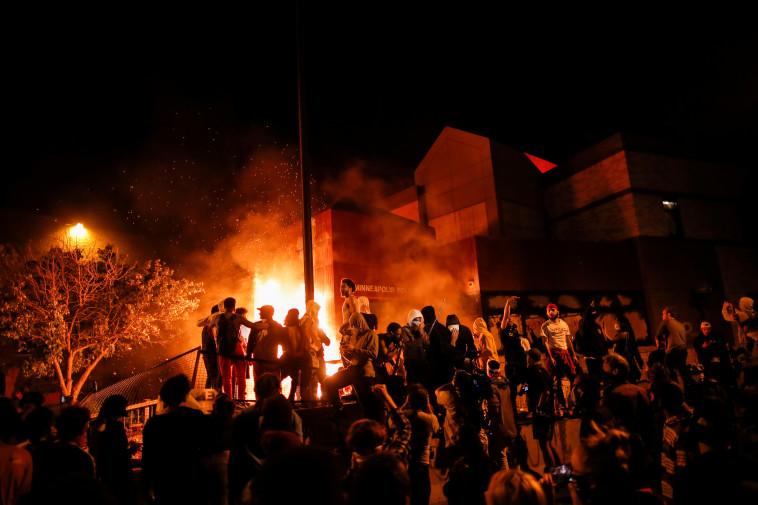 מחאות על רקע הרג העצור השחור במיניאפוליס  (צילום: רויטרס)