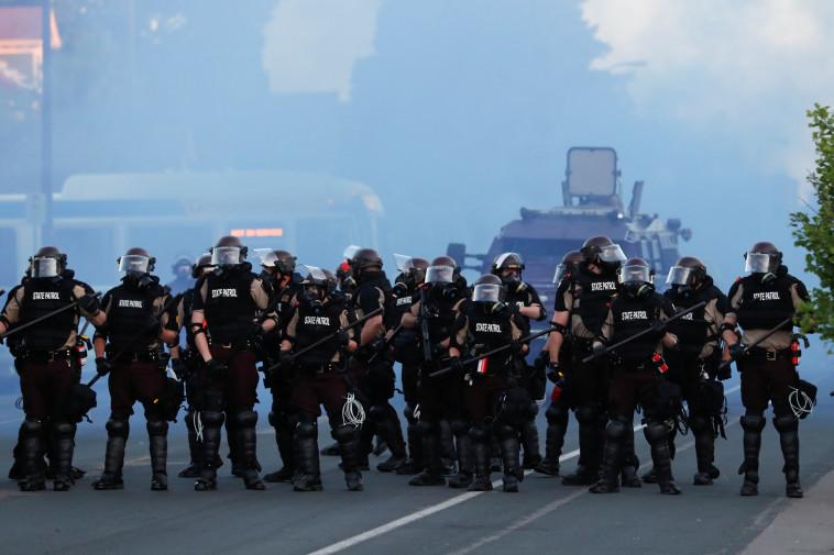 שוטרים בהפגנות בארה''ב  (צילום: REUTERS/Lucas Jackson)