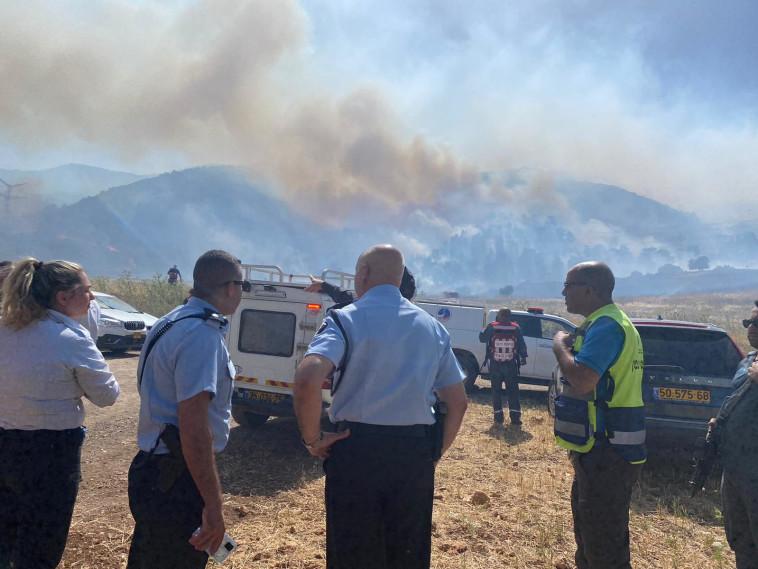 כוחות המשטרה באזור השריפה (צילום: דוברות המשטרה)