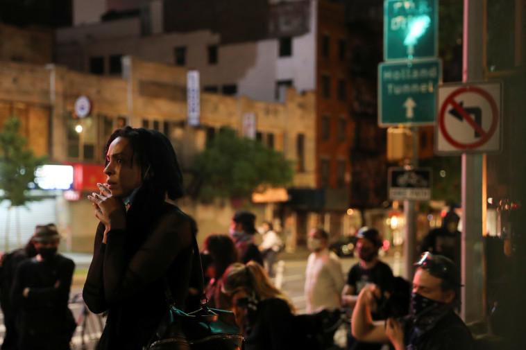 מהומות בארה''ב: מוחים בניו יורק (צילום: REUTERS/Jeenah Moon)