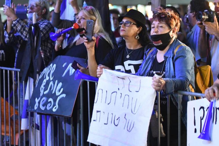 הפגנה נגד חוק הקורונה בתל אביב (צילום: אבשלום ששוני)