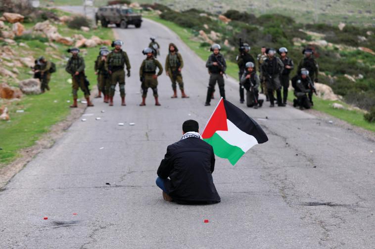 מחאה בבקעת הירדן (צילום: רויטרס)