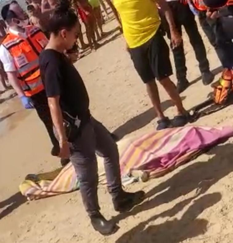 איתור גופה בחוף הים באשדוד (צילום: דוברות המשטרה)