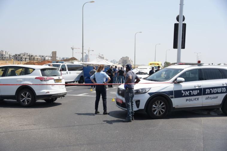 זירת האירוע בצומת לוד (צילום: דוברות המשטרה)