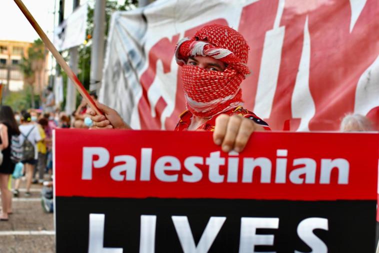 הפגנת השמאל בכיכר רבין בת''א (צילום: אבשלום ששוני)