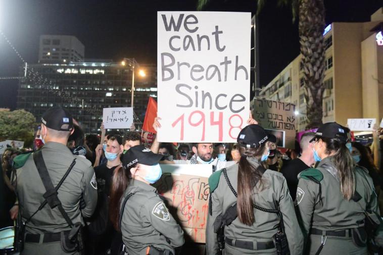 הפגנת השמאל נגד הסיפוח בכיכר רבין בת''א (צילום: אבשלום שושני)