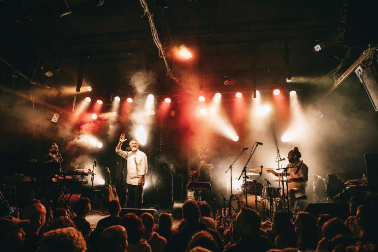 אביתר בנאי בהופעה ב''בארבי'' (צילום: אורית פניני)