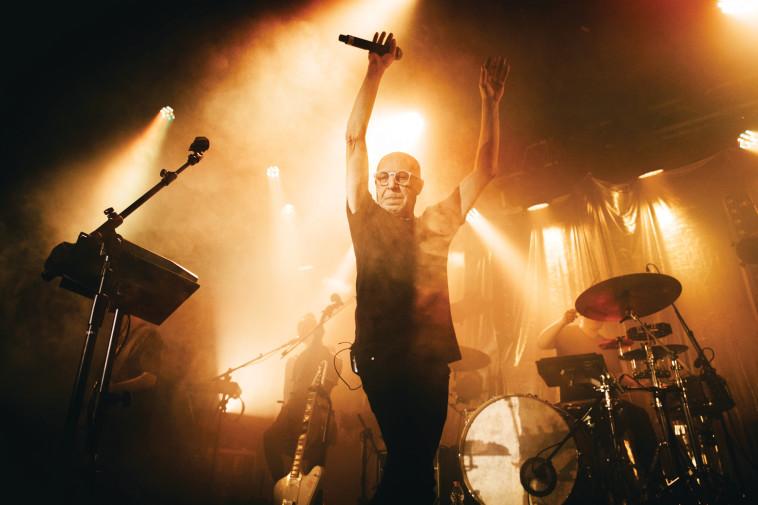 רמי פורטיס בהופעה ב''בארבי'' (צילום: אורית פניני)
