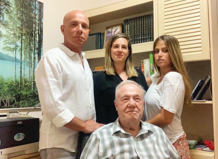 נתיב טורס: (מימין לשמאל) נועם קוזי, עמית פלס ועידו קוזי עם המייסד ליאון קוזי