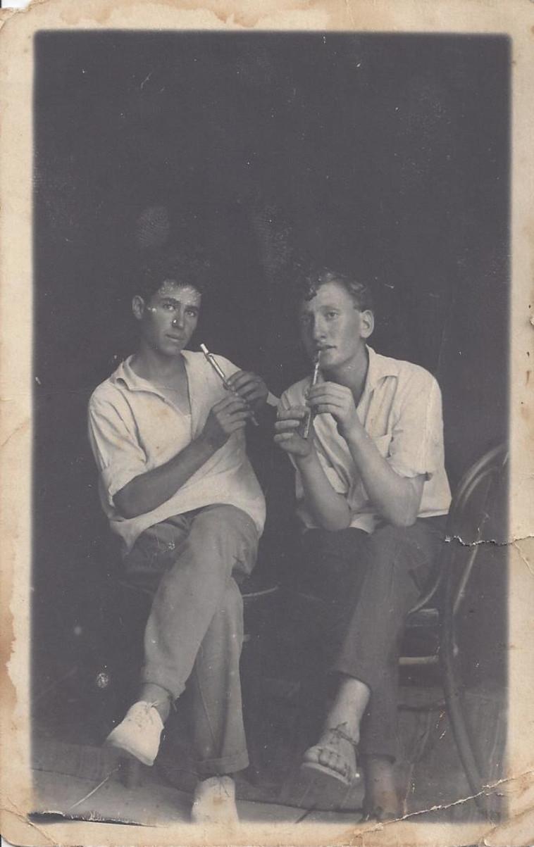 המלחין דוד זהבי לצד חבר  (צילום: באדיבות המשפחה,ארכיון קיבוץ נען )