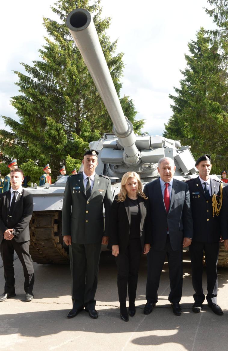 הרוסים מחזירים טנק שהשתתף בקרב סולטאן יעקב (צילום: תקשורת ראש הממשלה)