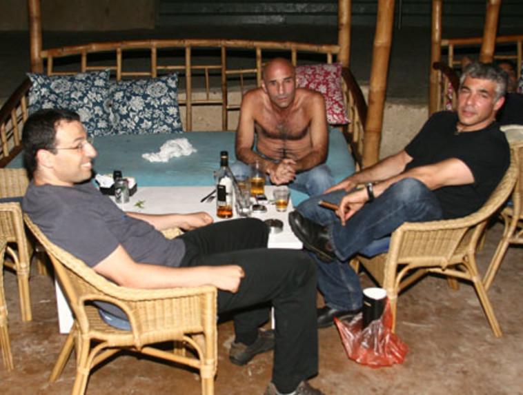 יאיר לפיד, רביב דרוקר ועופר שלח בתמונה משנת 2009 (צילום: אלעד דיין)