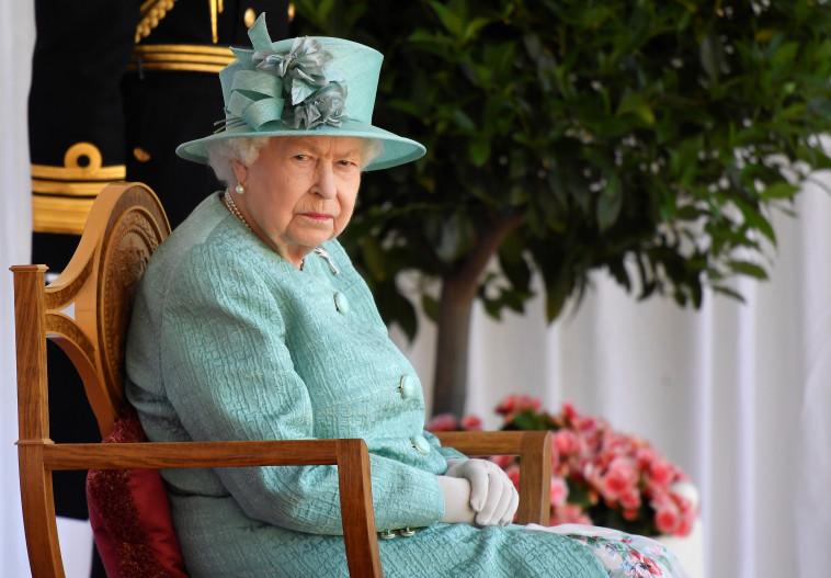 המלכה אליזבת (צילום: REUTERS/Toby Melville/Pool)