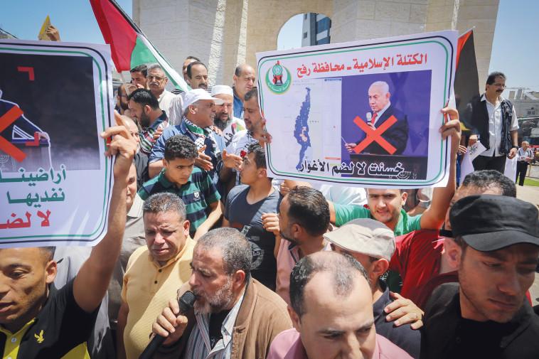 הפגנה ברצועת עזה נגד הסיפוח (צילום: עבד ראחים חטיב, פלאש 90)