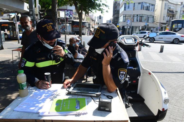 קורונה בישראל: אכיפה בת''א (צילום: אבשלום ששוני)