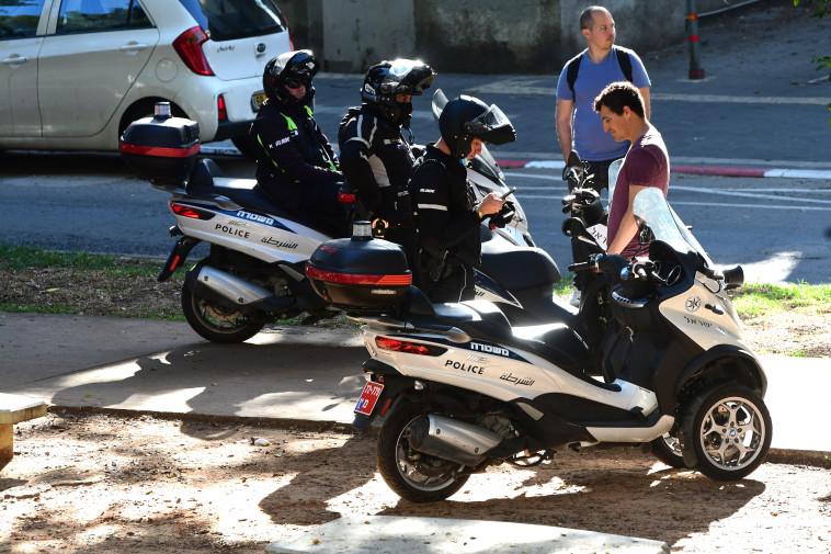 קורונה בישראל: דוחות על אי עטיית מסכות בתל אביב (צילום: אבשלום ששוני)